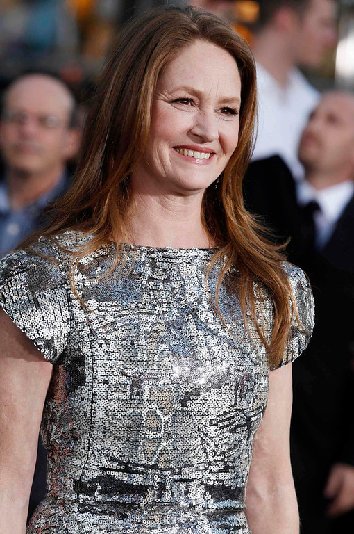 """. Cast member Melissa Leo poses at the premiere of her new film \""""Oblivion\"""" in Hollywood, California April 10, 2013.  REUTERS/Fred Prouser"""