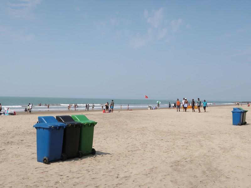 IMG_7747-beach-bins.jpg