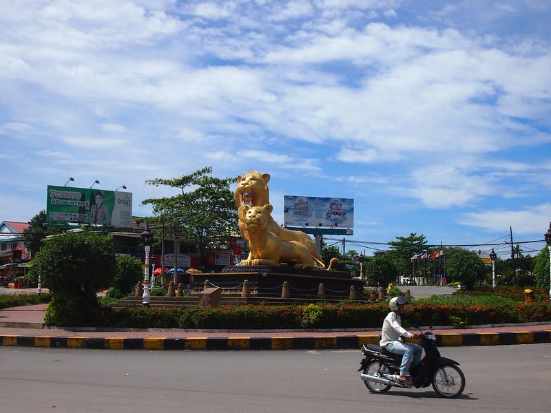 PB143653-roundabout-lions.JPG