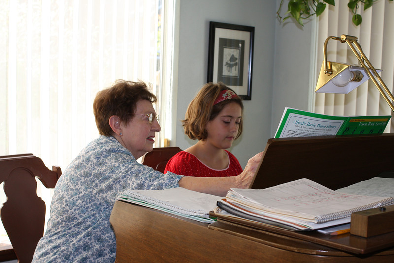 emma at piano lessons_1.JPG