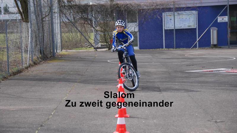 Slalom gegeneinander.wmv