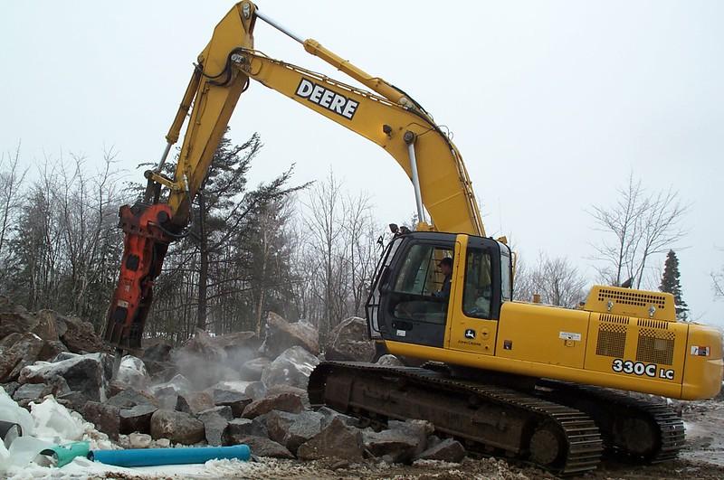 NPK GH12 hydraulic hammer on Deere 330CLC excavator (4).jpg