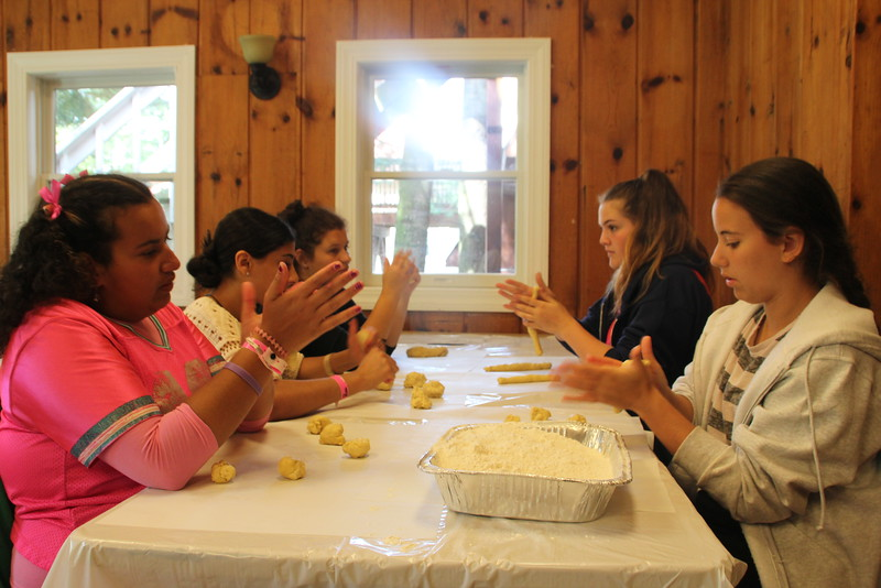 kars4kids_thezone_camp_girlsDivsion_activities_baking (30).JPG
