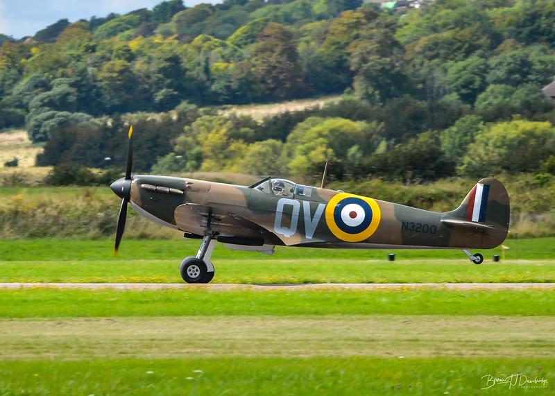 Supermarine Spitfire Mk1 N3200 takes off
