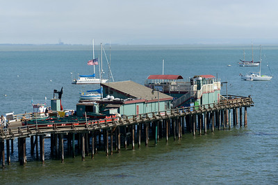 6443_d800b_Michael_and_Rebecca_Capitola_Wharf_Couples_Photography