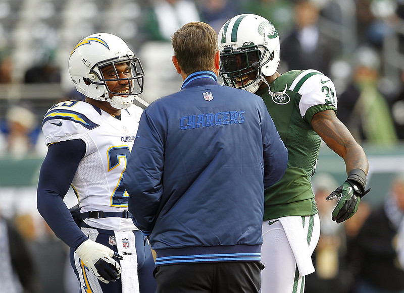 . Head coach Norv Turner of the San Diego Chargers talks with Quentin Jammer #23, left, and Antonio Cromartie #31 of the New York Jets before the start of their game at MetLife Stadium on December 23, 2012 in East Rutherford, New Jersey. (Photo by Rich Schultz /Getty Images)