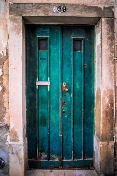 Lisboa- Street - 54 doors (1 of 1).jpg
