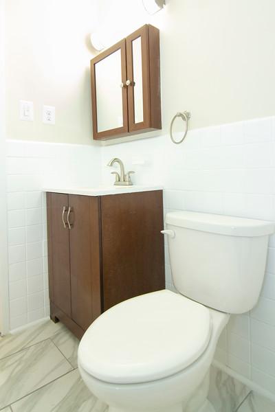 upstairs bath_MG_2755.jpg