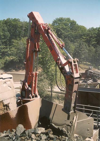 NPK B6500 pedestal boom system with E210A hydraulic hammer-secondary rock breaking 2 (3).jpg