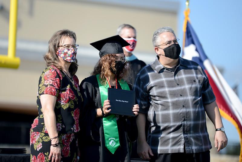 VRHS-Graduation_011.jpg