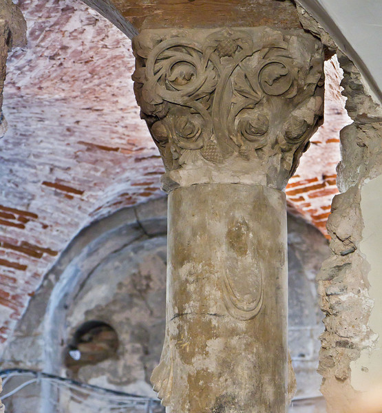 Weissensee, Runneburg. Vermauerte Astsäule, Detail