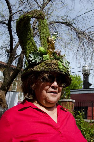 lady-in-topiaryBonnetDSC_1915.jpg