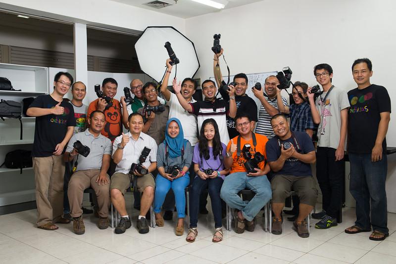 Dasar fotografi & Lighting 2 hari. Sabtu & Minggu 16-17 Februari 2013. Pk 10-14.45 WIB Tempat: WTC Mangga Dua Lt. 3A Blok B No. 63-66 Jakarta