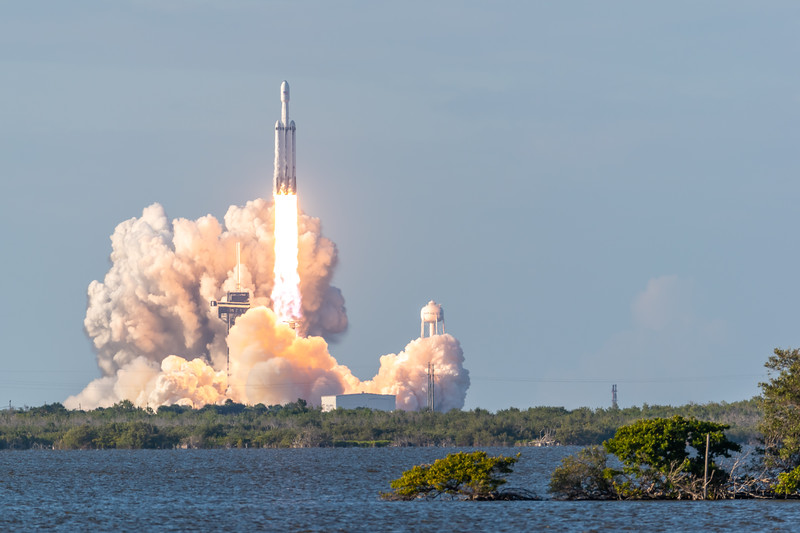 Falcon Heavy launches Arabsat-6A (2019-04-11)