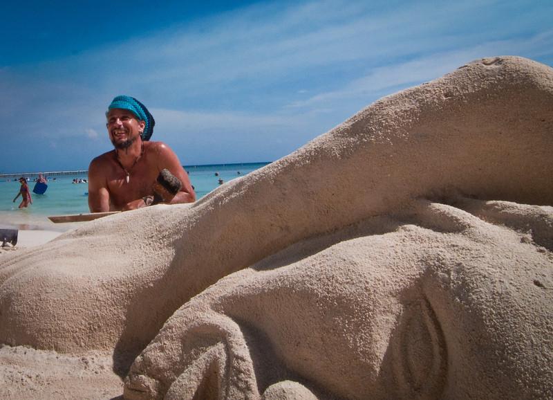 Saxaphone player-Manly Beach-Sydney Australia-6267.jpg