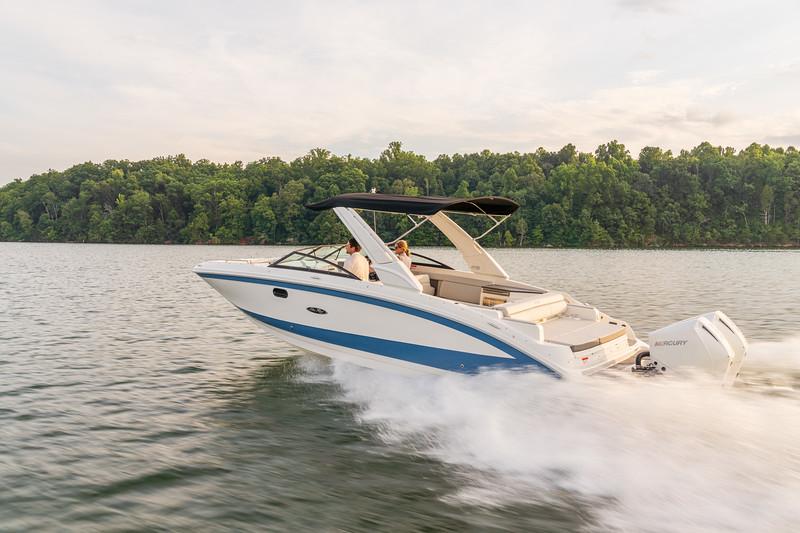 2021-SDX-290-Outboard-SDO290-running-port-stern-three-quarter-02281.jpg