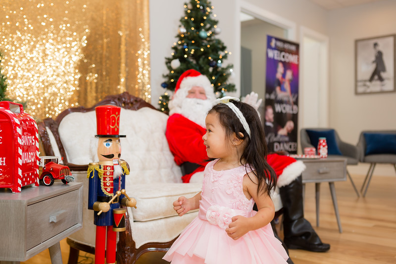 FADS Picture with Santa-172.jpg