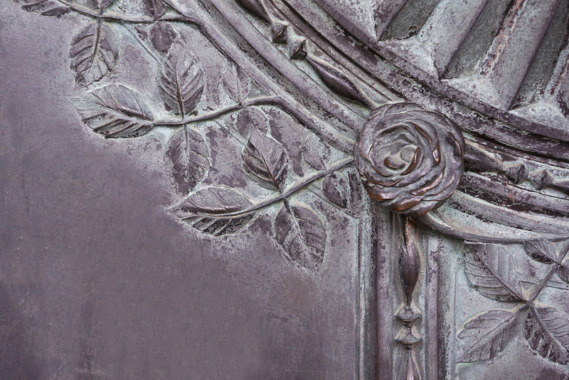 Paris detail cemetery 0083.jpg