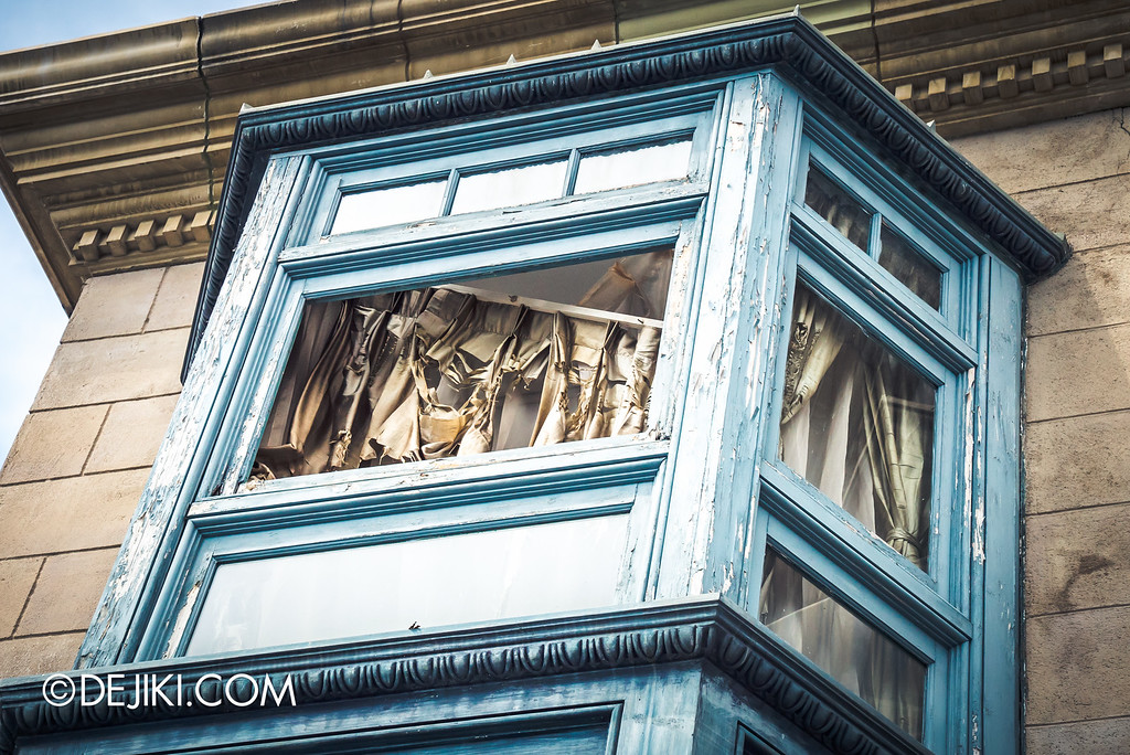 Universal Studios Singapore - Park Update September 2016 / School of Architecture window or haunted house