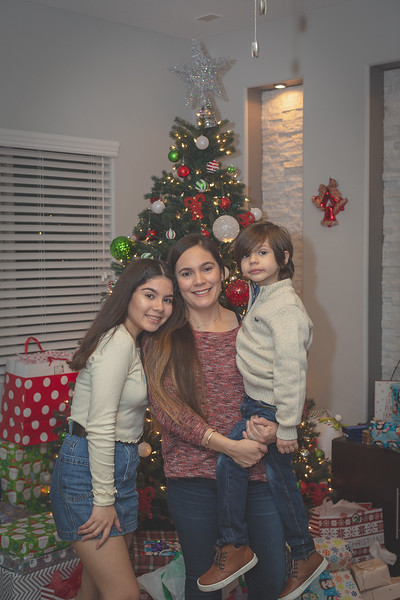 Gonzalez Christmas 2018 (78 of 105).jpg