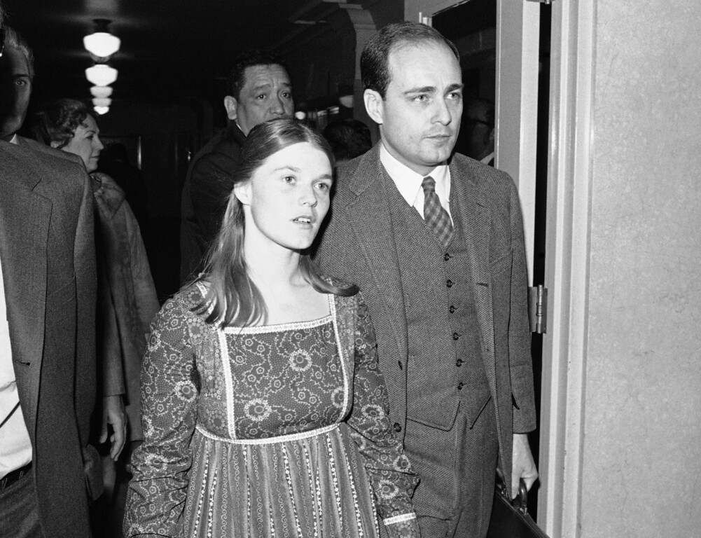. Linda Kasabian, the state\'s principal witness against Charles Manson and three women followers in the Tate-LaBiance murder case, walks to court Feb. 24, 1971, with chief prosecutor Vincent Bugliosi in Los Angeles. She was recalled to the stand in the penalty phase of the trial at the request of Manson\'s attorney, Irving Kanarek. (AP Photo/Wally Fong)