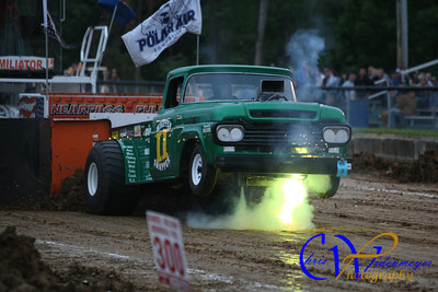 TRUCK & TRACTOR PULLING 2012