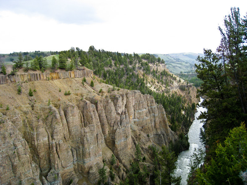 Yellowstone River close to the falls, with basalt columns and fence at The Narrows