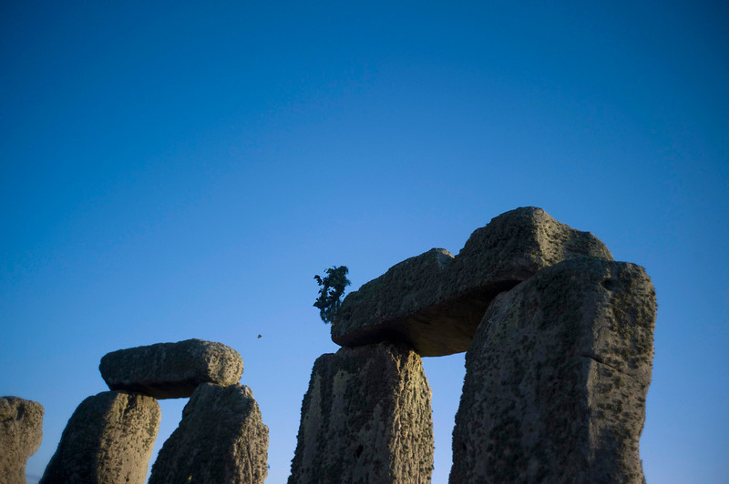 . A wreath is thrown on top of the stones during the winter solstice at Stonehenge on Salisbury plain in southern England December 21, 2012. The winter solstice is the shortest day of the year, and the longest night of the year. REUTERS/Kieran Doherty