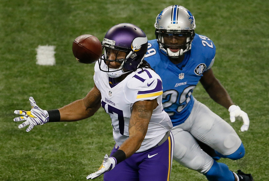 . Minnesota Vikings wide receiver Jarius Wright (17) bobbles the ball while defended by Detroit Lions cornerback Cassius Vaughn (29) during the first half of an NFL football game at Ford Field in Detroit, Sunday, Dec. 14, 2014. (AP Photo/Paul Sancya)