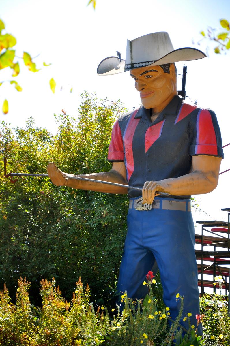 willits california muffler man cowboy