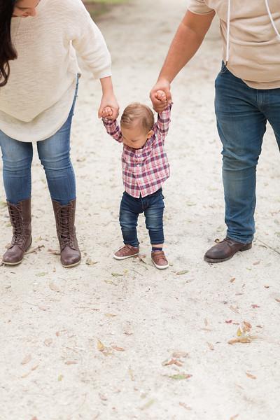 Holiday Minis- Acosta Family-49.jpg
