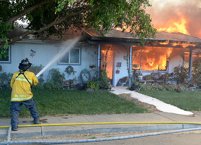 Fast moving fire destroys homes in Suisun City