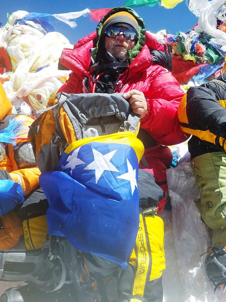 At the roof-top of the world: Mt Everest at 29,035ft or 8.850m - 2. With official bosnaian flag. 10am - May 19, 2012.