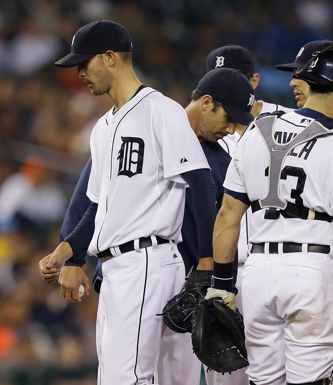 . Detroit Tigers starting pitcher Rick Porcello is pulled by manager Brad Ausmus during the seventh inning of a baseball game against the Kansas City Royals in Detroit, Wednesday, Sept. 10, 2014. (AP Photo/Carlos Osorio)