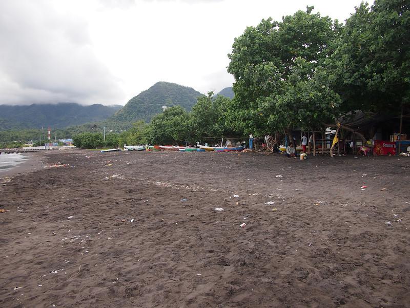 P5208656-town-beach.JPG