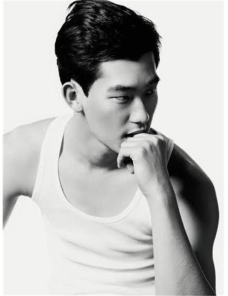 "6'0"" | Pants 31 | Shoe 9 | 153lbs  Ethnicity: Korean Skills: Experienced Print Model, Improv/Acting Training, Modeled for Richard Pier, Speaks some Korean, Enjoy cooking"