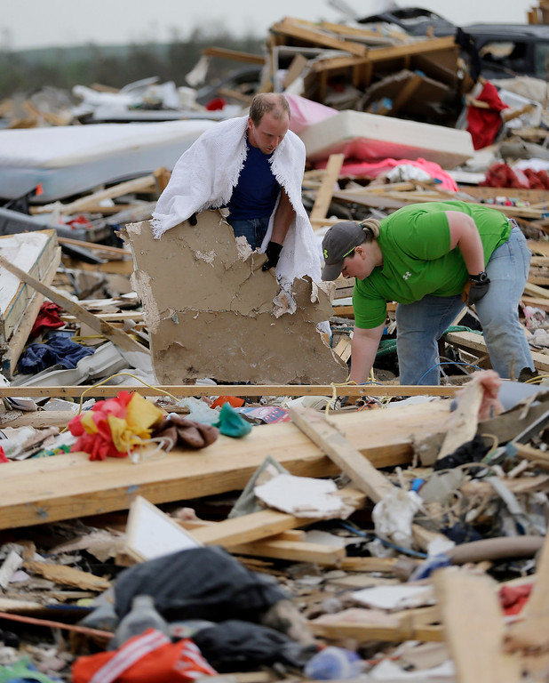 . Mark Wade, left, and family friend Alicia Henson, right, search for personal items after his home was destroyed by Sunday\'s tornado, Tuesday, April 29, 2014, in Vilonia, Ark.  (AP Photo/Eric Gay)