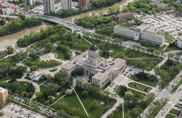 DAVID LIPNOWSKI / WINNIPEG FREE PRESS  Manitoba's Legislative Building  Aerial photography over Winnipeg May 18, 2016 shot from STARS helicopter.