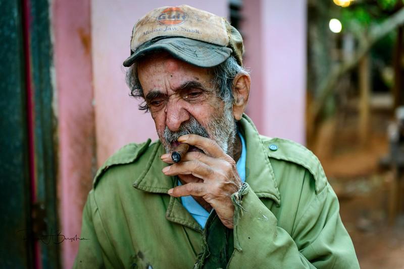 Vinales Man Cigar.jpg