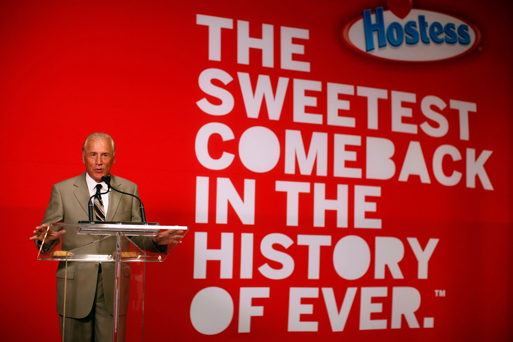 ". CEO of Hostess Brands Dean Metropoulos speaks at a ceremony marking the return of ""Twinkies\"" at a plant in Schiller Park, Illinois, July 15, 2013.   REUTERS/Jim Young"