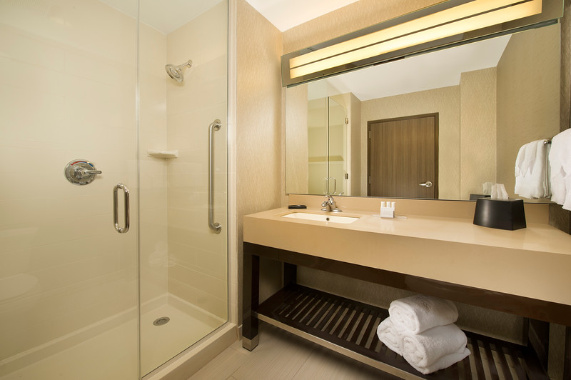 10-Bath-CY Grapevine.jpg