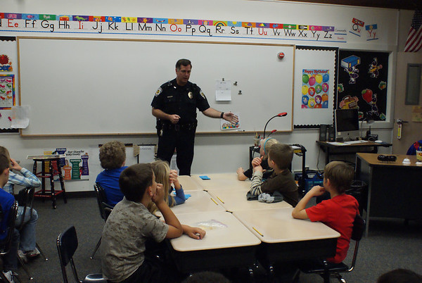 Dare Officer Speaks to Students