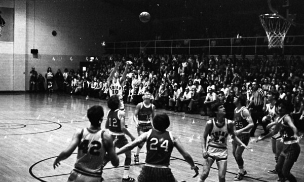 THS Basketball.75-6