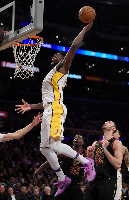 . Los Angeles Lakers forward Julius Randle, left, goes up for a dunk against Cleveland Cavaliers forward Jeff Green, center, and forward Larry Nance Jr. during the second half of an NBA basketball game, Sunday, March 11, 2018, in Los Angeles. The Lakers won 127-113. (AP Photo/Mark J. Terrill)