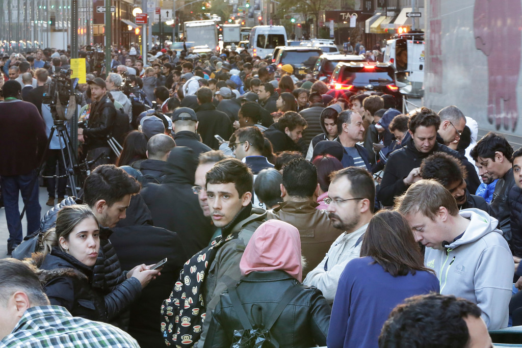 . Customers spill into the street adjacent to the Apple Store on New York\'s Fifth Avenue, as they wait to get an iPhone X, Friday, Nov. 3, 2017. (AP Photo/Richard Drew)