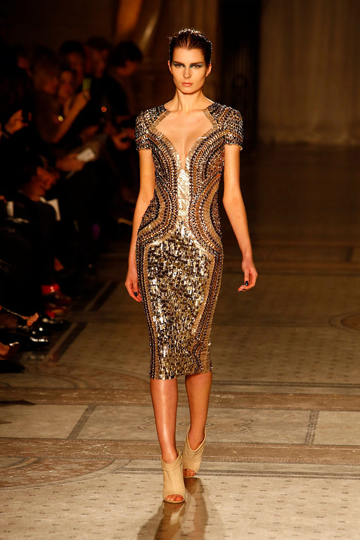 . A model presents a creation from the Fall/Winter 2014 collection by British designer Julien Macdonald at the Royal Courts of Justice during the London Fashion Week, in London, Britain, 15 February 2014. The event runs from 14 to 18 February.  EPA/TAL COHEN