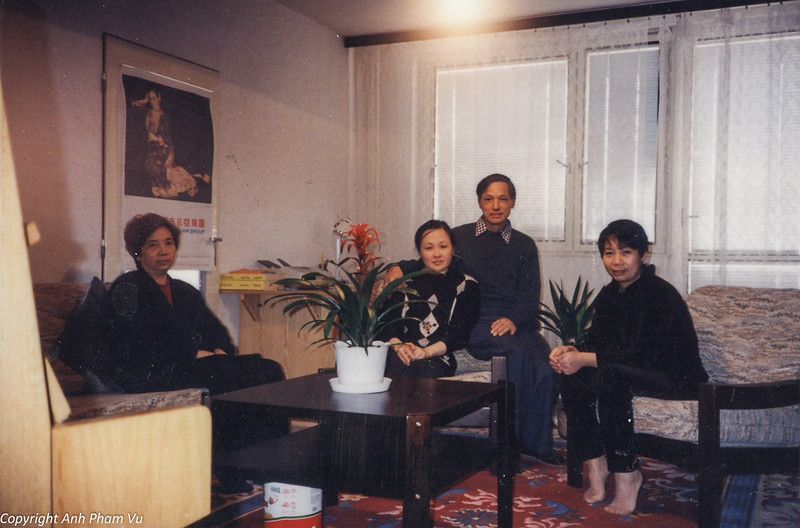 Co Lan Huong Visit 90s 14.jpg
