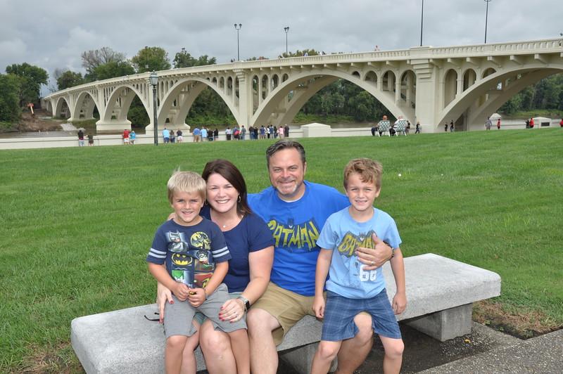 160917 Family Weekend Tube Race teams in front of Clark Memorial (10).JPG