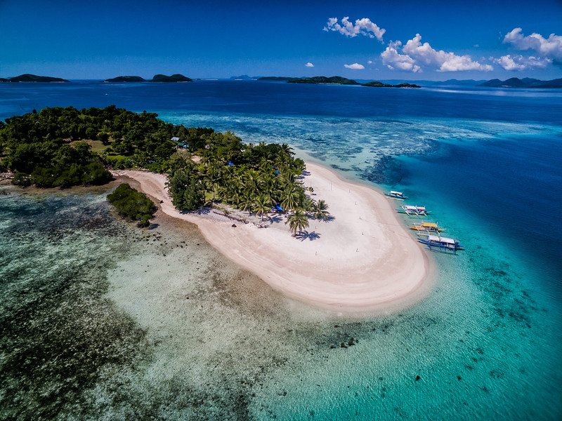 Island hopping tours from Coron Town - once of the best things to do.