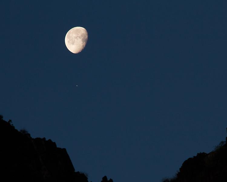 Moon_Venus_2689.jpg